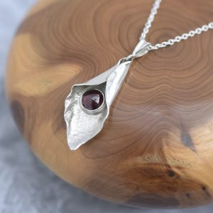 Garnet Pendant made of sterling silver by iana jewellery