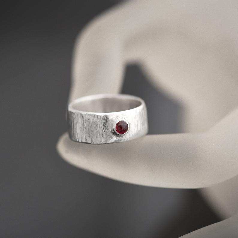 Wide Band Garnet ring Siz P
